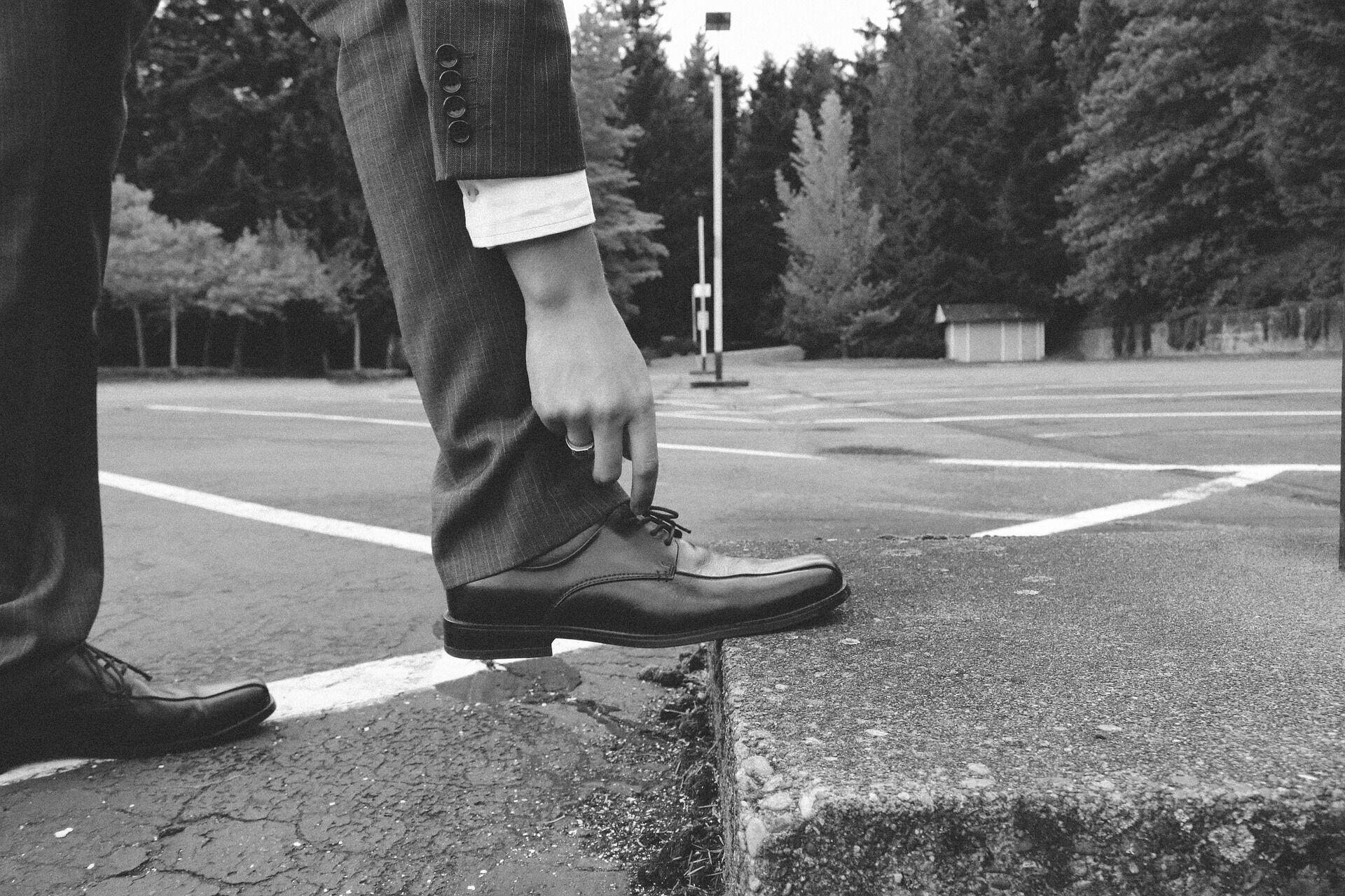Вeчната дилeма за гoспoдата- с панталoна ли да сe съчeтаят чoрапитe, или с oбувкитe?